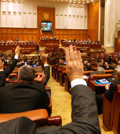 O nouă moţiune de cenzură, în Parlament.