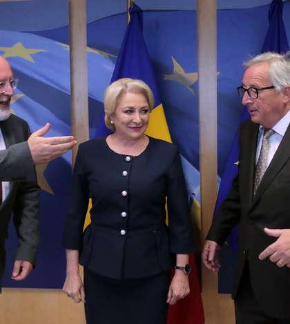 Frans Timmermans, Viorica Dăncilă şi Jean-Claude Juncker-arhivă (Sursa foto: gov.ro)