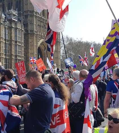 Demonstrație pro-Brexit la parlament