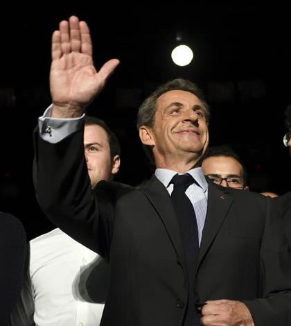 Nicolas Sarkozy, candidat la primarele dreptei pentru prezidentialele de anul viitor, în campanie la Neuilly, lângà Paris