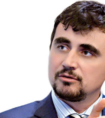 Dacă românii se salvează plecând în străinătate, cu România ce facem? Că nu poate pleca la rândul său în străinătate, scrie Sorin Pâslaru, redcator șef Ziarul Financiar.