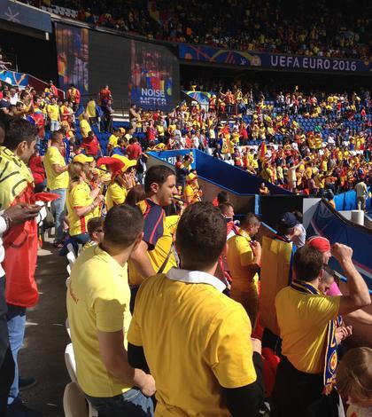 Suporteri români în tribunele lui Parc des Princes înaintea meciului România-Elvetia pe 15 iunie 2016