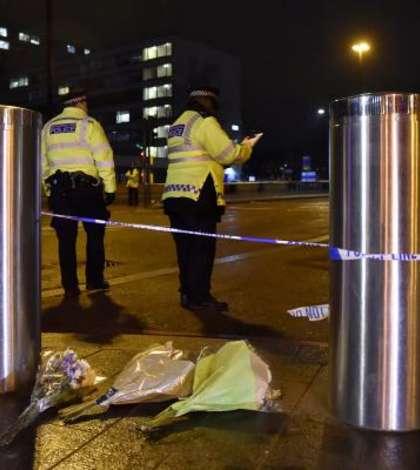 Poliţişti, la locul atacului terorist din Londra (Foto: Reuters/Hannah McKay)