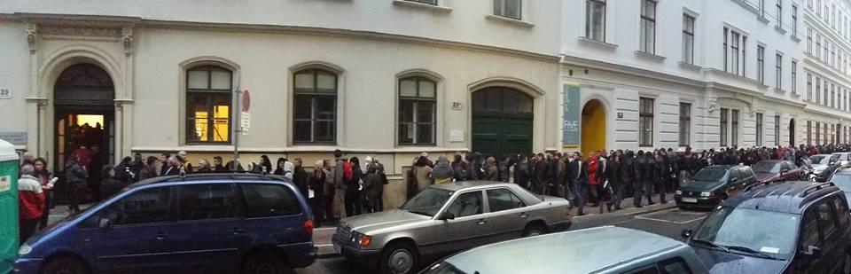 Coada la vot din Viena - foto: Bianca Oanea on Facebook (via Martor Ocular Realitatea TV)
